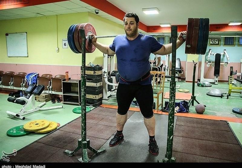مربی تیم ملی وزنه برداری: غیبت علی حسینی در اردو غیرموجه است، کیانوش رستمی شخصاً تمریناتش را دنبال می نماید