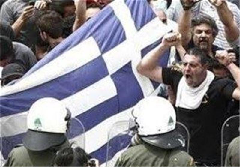 درگیری پلیس ضدشورش یونان با تظاهرکنندگان معترض به سیاست های ریاضتی