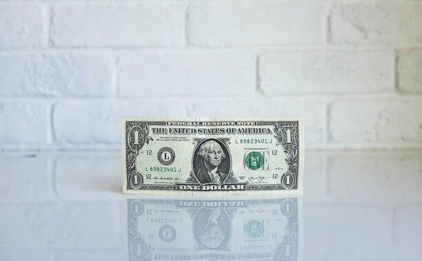 دلار سر جای خود ماند