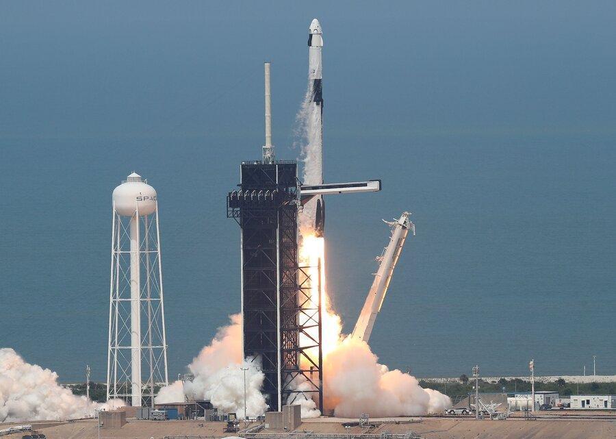 پرتاب پیروز اسپیس ایکس ، سفینه دراگون با دو فضانورد به مدار زمین رسید