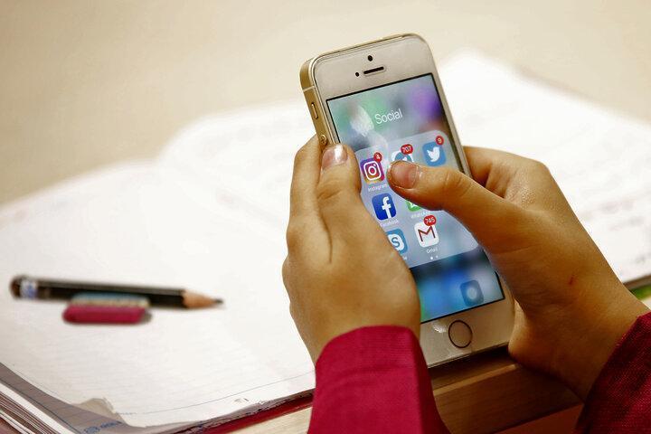 علت شباهت تلفن همراه فراوری داخل به نمونه های خارجی چیست؟