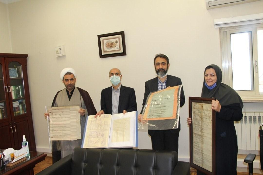 اسناد قاجاری به کتابخانه مرکزی دانشگاه تهران رسید، اهدای حدود 500 سند از بهبهان