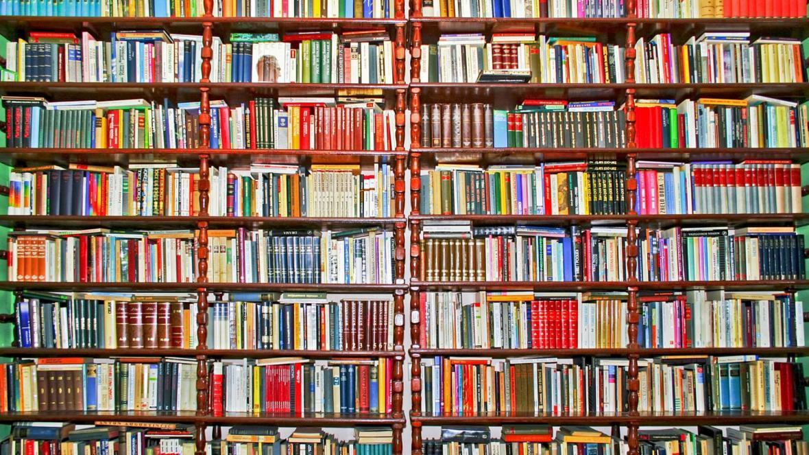 بی خیال فهرست 1000 کتابی که باید از مرگ بخوانید بشوید! با خواندن همین فهرست کوچک تر هم می توانید ادعا کنید که کتابخوانید!