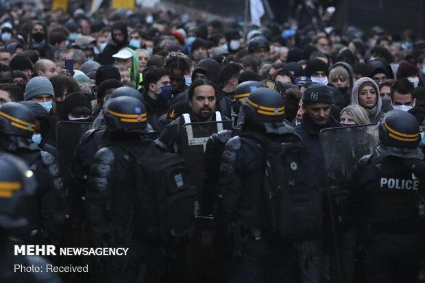 تظاهرات پلیس فرانسه در پی عقبگرد ماکرون از لایحه جنجالی